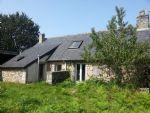 maison en pierre  avec four à pain sur beau terrain avec puits de 1 755 m² environ.
