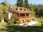 Fermette comprenant spacieuse maison en pierre restaurée