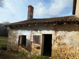Petite maison et grange à rénover