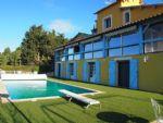 Villa avec 3 habitations sur 2180 m² de terrain, piscine et vues dégagées sur les Pyrénées.