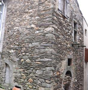 Maison de village en pierres, à rénover entièrement - beau projet !