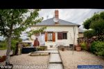 Cette maison rénovée est située en lisière d'un village proche d'un proximarché (5 min