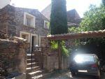 Charmante maison en pierres de 92 m² habitables avec grande terrasse et jardinet/cour.