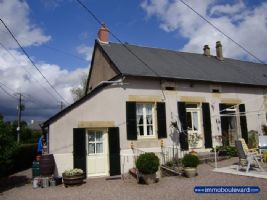 Coquette maison avec jardin, située en lisière d'un village dans un quartier tranquille