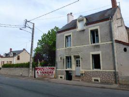 Maison du Bourg en Bon État et Jardin Plat et Clôturé de 1000m² à 15mns de La Châtre