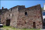 Ancienne bâtisse à rénover qui offre un potentiel de plus 100 m² habitable