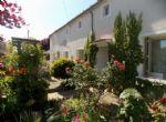 Maison de village en pierre entièrement rénovée avec cinq chambres et jardin joli
