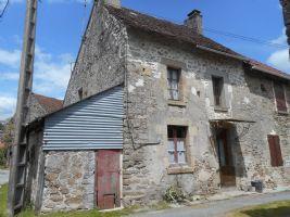 Petite Maison 2 Chambres A Renover, Grange Et Jardin En Face