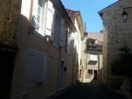 Jolie maison de village rénovée avec 2 chambres et verrière/terrasse.