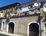 Charmante maison de village de 95 m² habitables, terrasse avec vues, cour et garage.