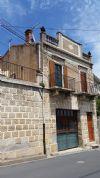 Superbe maison de village restaurée de 150 m² habitables avec terrasse et vues.