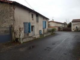 Ref - AI3322 Maison de village à rénover  Dans un petit village entre Villefagnan et Chef Boutonne