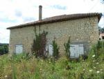 A rénover entièrement, maison en pierres sur 615m².