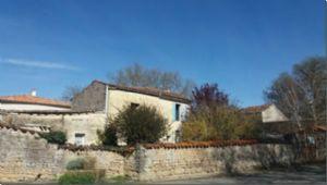 Maison à rénover avec 2 chambres, cour, Aulnay