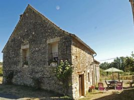 Proche de Sarlat, gîte de 90 m² en pierres, rénové, équipé et meublé
