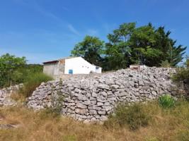 Mazet de 30 m² environ sur 5020 m² de terrain avec vues splendides.