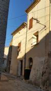 Maison de village avec 72 m² habitables et caves, située au cœur du centre historique.