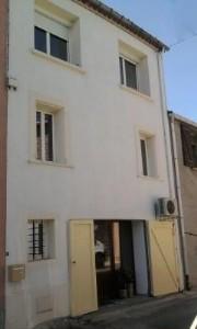 Charmante maison de village de 90 m² habitables avec 2 chambres et possibilité de terrasse.