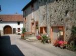 Maison dans village historique avec remparts situee dans quartier calme, a 100 m de la Saone