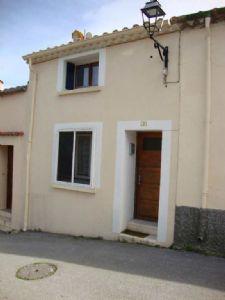 *Maison de village avec garage
