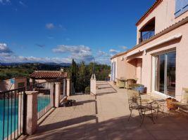 Belle villa de 180 m² habitables sur 3612 m² avec oliviers, piscine et vues panoramiques.