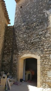 Remise d'environ 35 m² au sol (ancienne annexe de château) avec possibilité de 3/4 niveaux.
