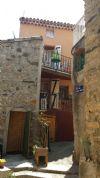 Charmante petite maison de village avec 2 terrasses, cave voûtée et jolies vues.