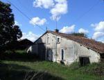 Sud Charente. Ensemble à rénover. Terrain de 3105m².