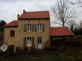 Jolie maison en pierre dans hameau calme