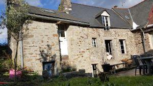 Au Centre de Dinan, Deux Maisons de Charme en Pierres Dont Une Habitable et Une à Rénover