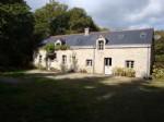 Longère traditionnelle bretonne, lac et forêt, quelques pâturages