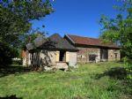 Au calme, dans un hameau, petite fermette avec maison de 65m2, grange