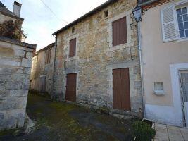 Maison de village a renover Secteur Hautefort - Dans un joli bourg touristique