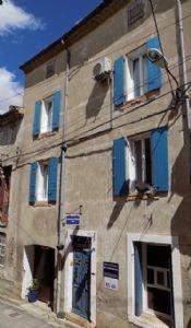 Maison de caractère rénovée avec Chambres d'Hôtes avec 146 m² habitables et cour.