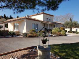 Villa spacieuse de 190 m² habitables sur 2449 m² avec piscine, vues et près de Pézenas.