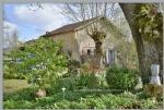 Bergerac très proche, 2 maisons, chais et hangar sur 2000 M2, vue sur les vignes