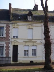 Maison de ville 4 chambres à moderniser située à proximité des commerces
