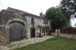 Maison de campagne Charente en pierre avec 8300 m² env de terrain avec dépendances