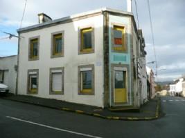 Immeuble à usage professionnel et/ou habitation, centre Gourin.