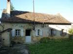 Petite ferme en pierre avec grange près de Villeneuve d'Aveyron