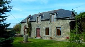 Belle ferme en pierre rénovée avec appartement séparé 1 lit sur 1 hectare.