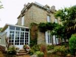 Saint malo, elegante maison de maître sur ravissant jardin clos de mur en pierre