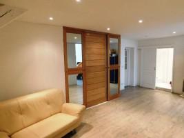 Grand appartement rénové au rez-de-chaussée