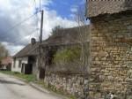 Deux maisons a renover avec granges attenantes
