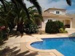 Superbe villa de 4 chambres avec jardins et piscine pour résidence ou investissement