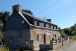 Brittany – Stunning Location. Detached Riverside House to Finish
