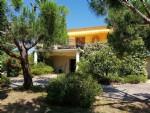 Villa rénovée avec vues imprenables, studio indépendant et beau jardin avec piscine.