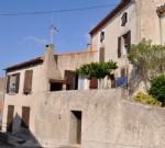 Spacieuse maison de village à rafraîchir avec 6 chambres, terrasse, vues, potentiel pour gîte.