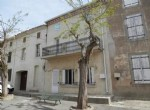 Maison de village de 133 m² habitables avec 3 chambres, garage, annexes et terrasses.