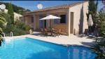 Jolie villa de plain pied de 91,5 m² habitables sur 538 m² avec piscine à 2 pas du centre.
